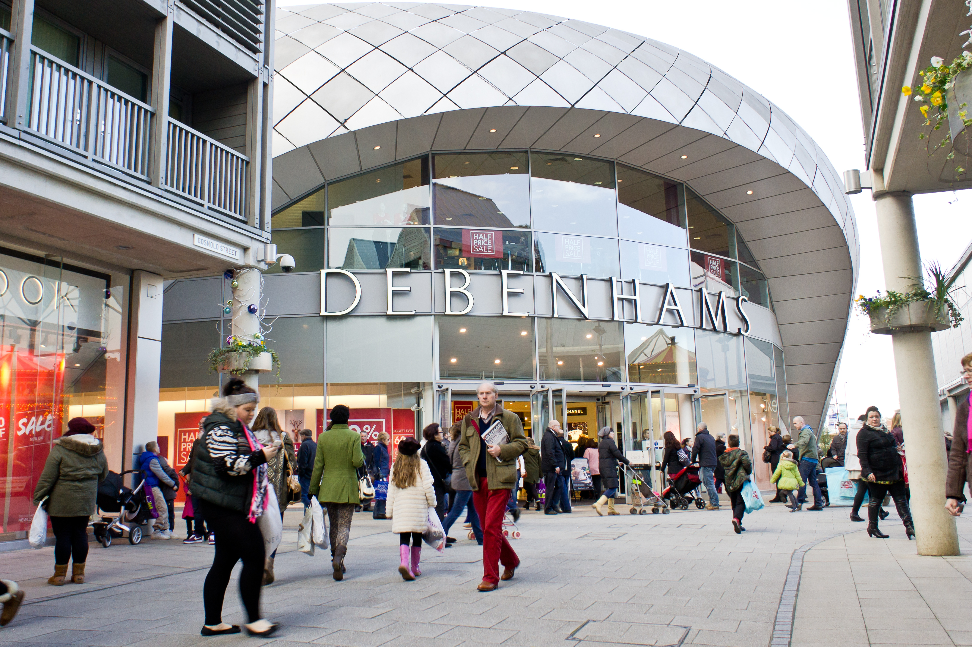 Will the last person to leave Debenhams please switch off the lights?