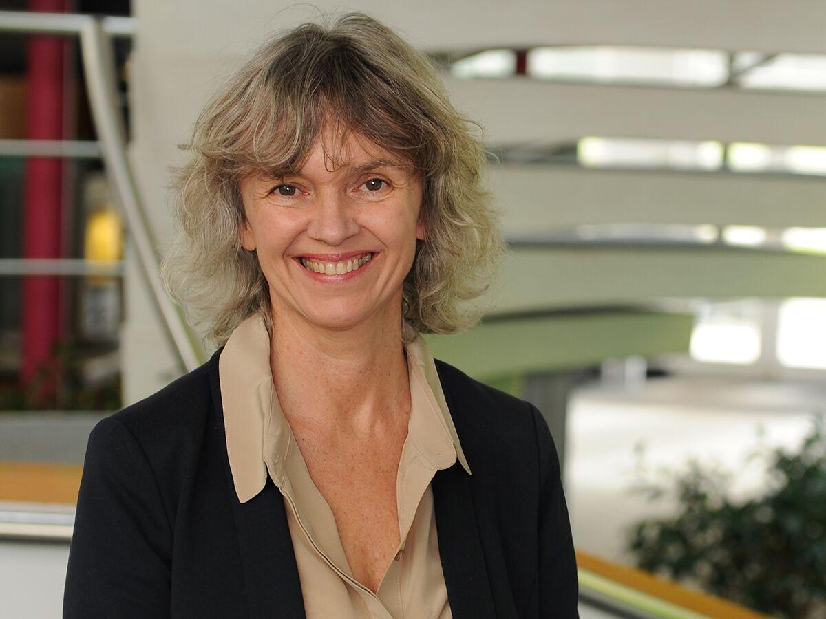 Dr Helen Stride
