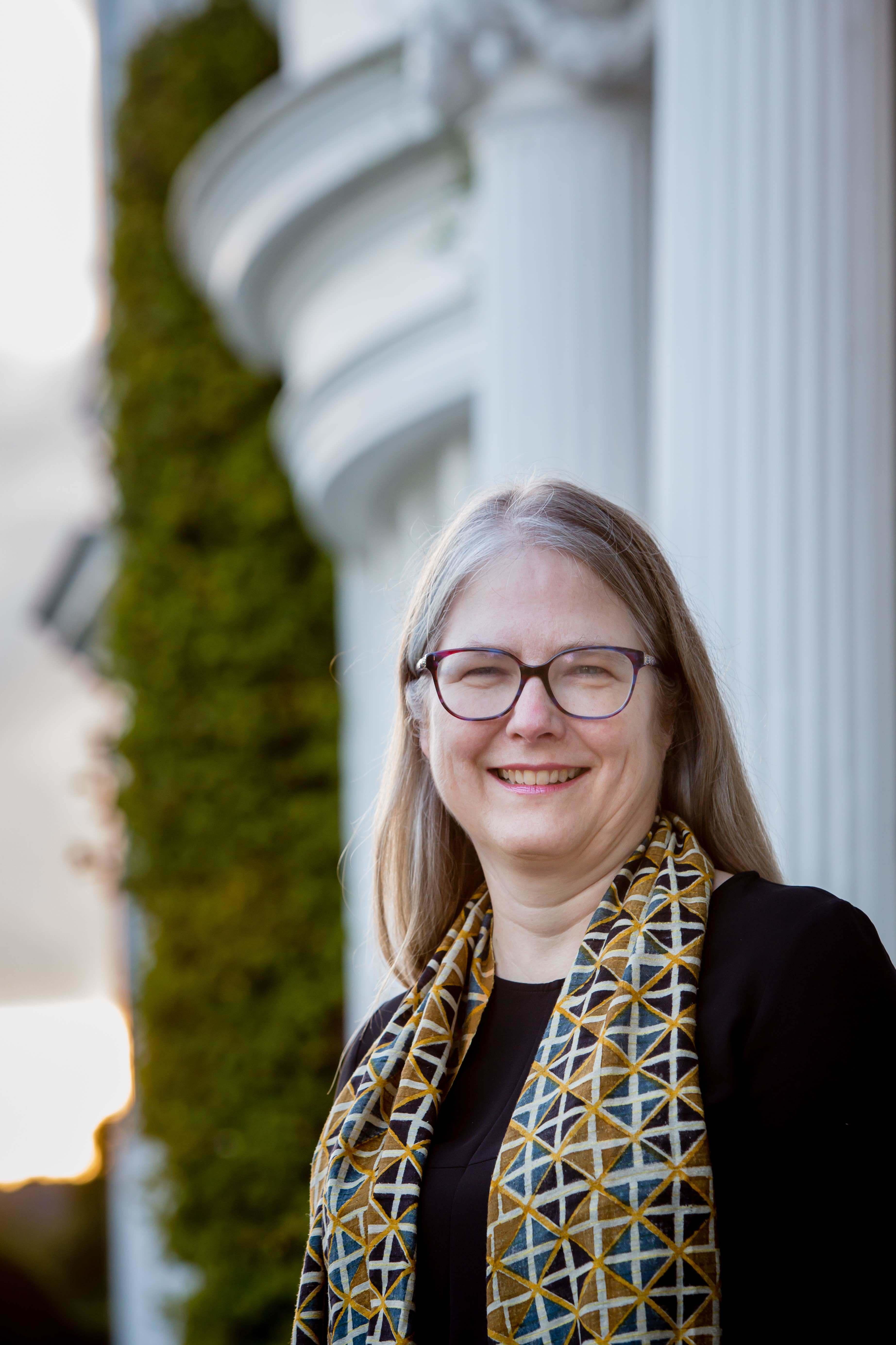 Dr Kelly Sloan