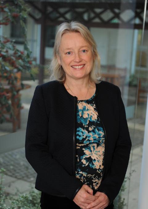 Dr Elizabeth Houldsworth